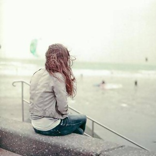 alone-sad-giel-dp-for-facebook-whatsapp