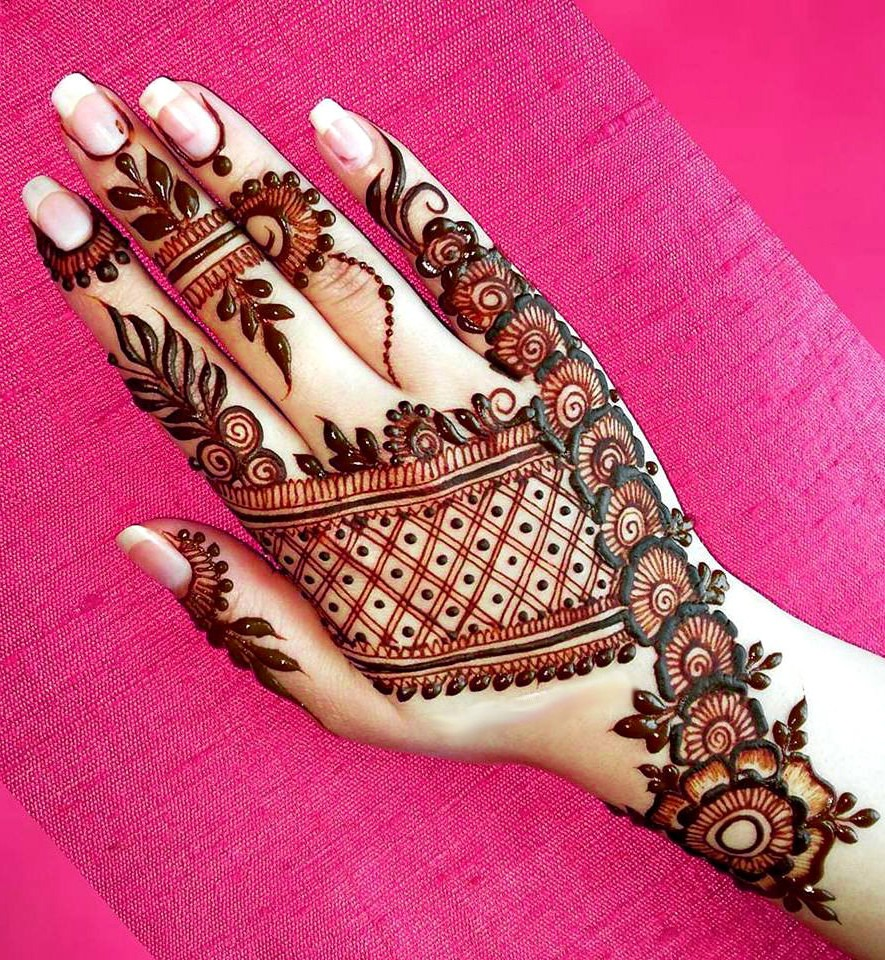 Beautiful Arabic Bridal Mehndi Designs for Back Hand