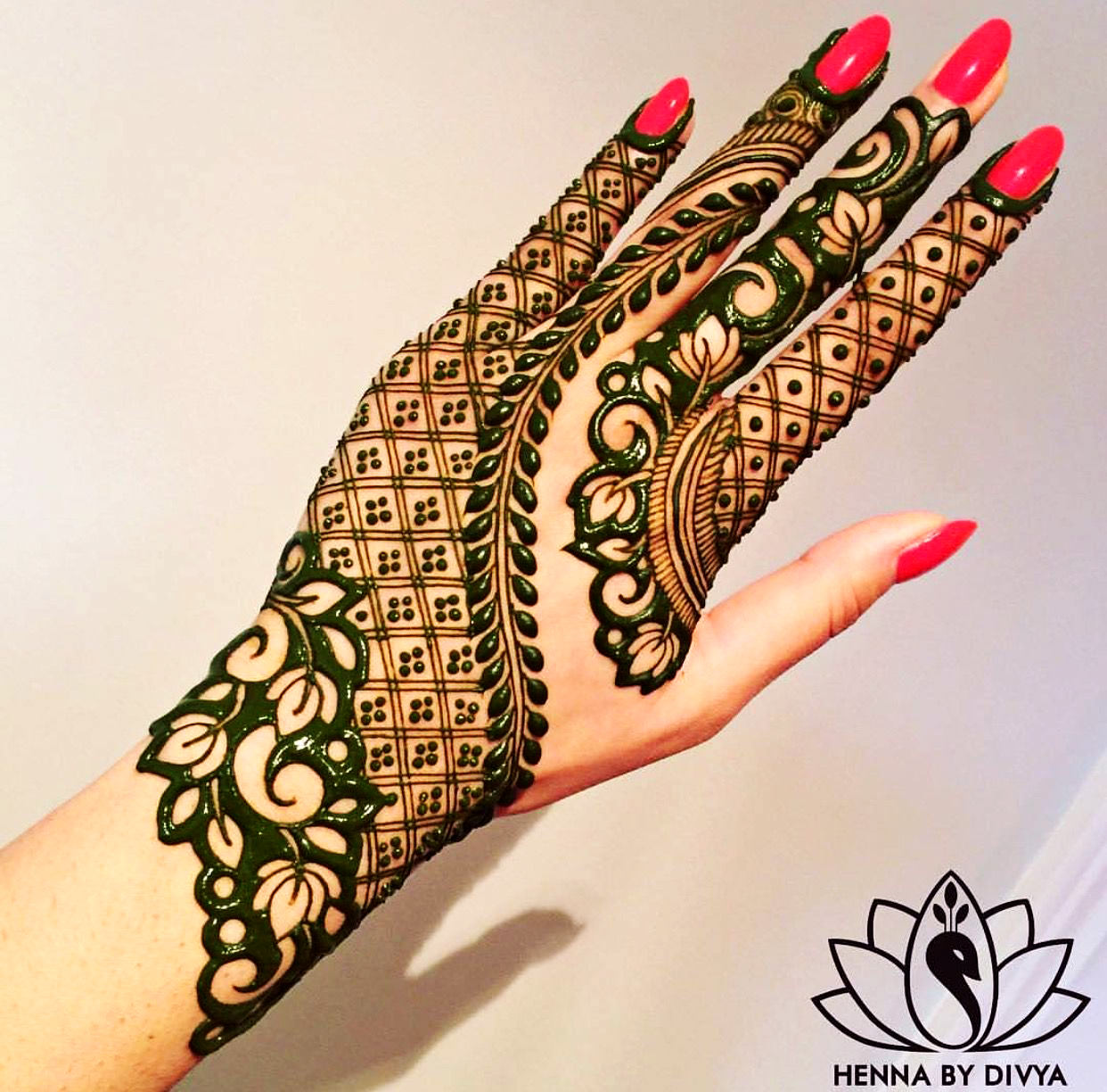 Fancy Arabic Mehndi Designs for Hand Simple