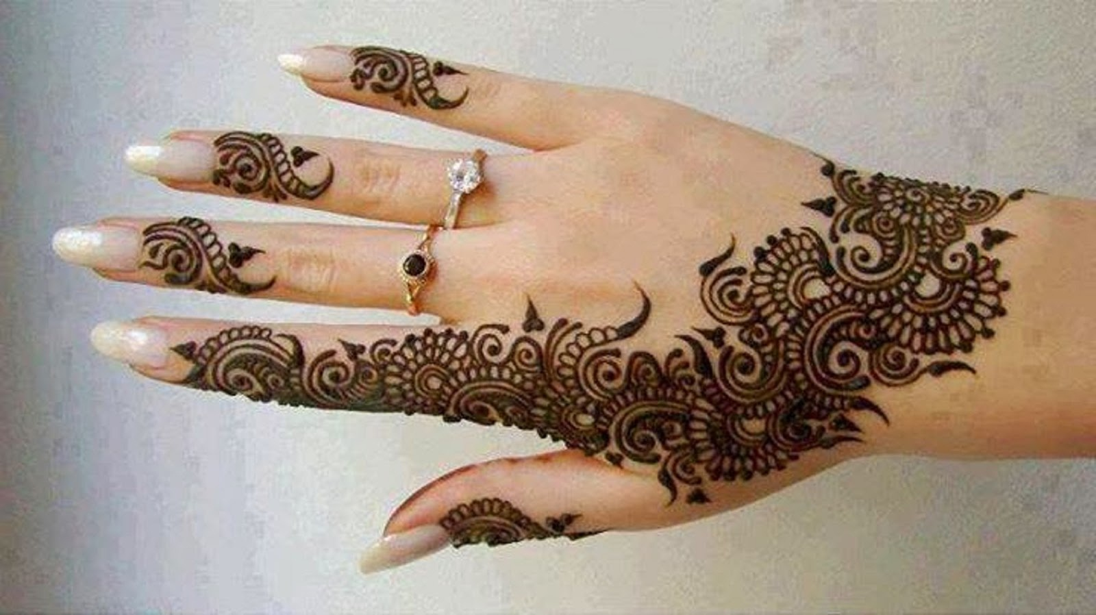The best mehndi designs for hands livinghours - Popular Mehndi Designs For Back Hand Side 009