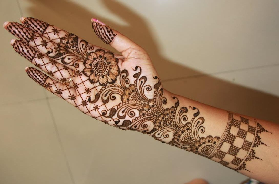 Mehndi Design For Fingers Front Side : Front hand arabic mehndi designs for stylish girls women