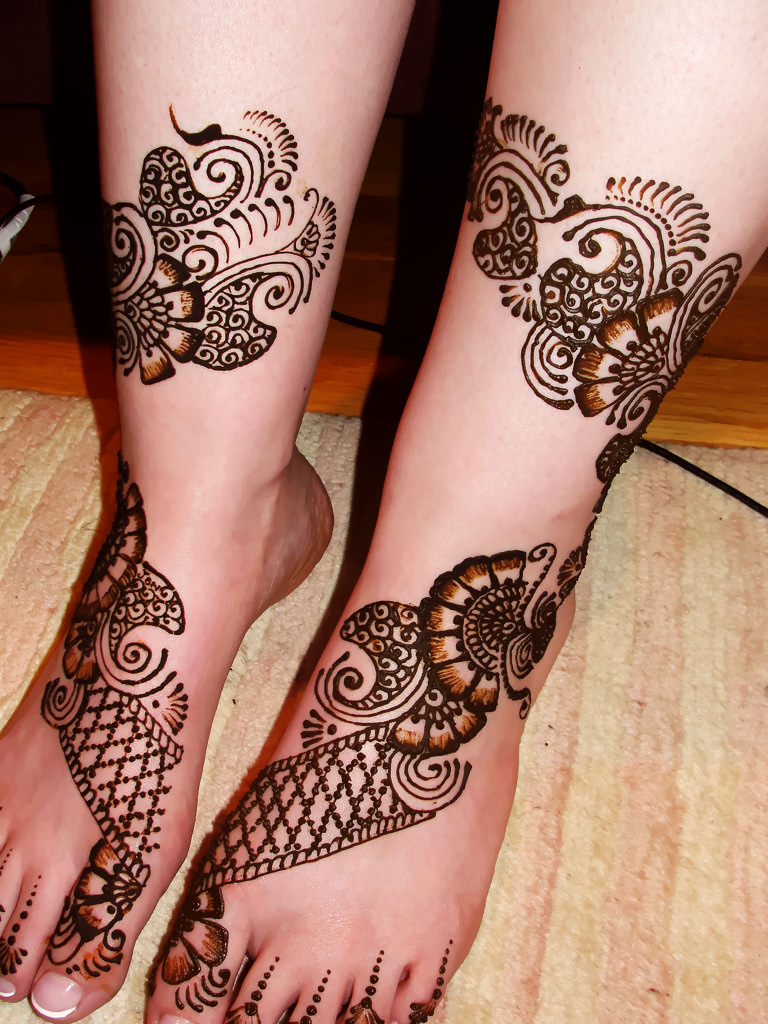 Arabic Leg Mehndi Design for Dulhan