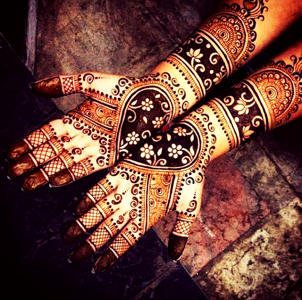 Beautiful Mehndi Design for Bridal Hands