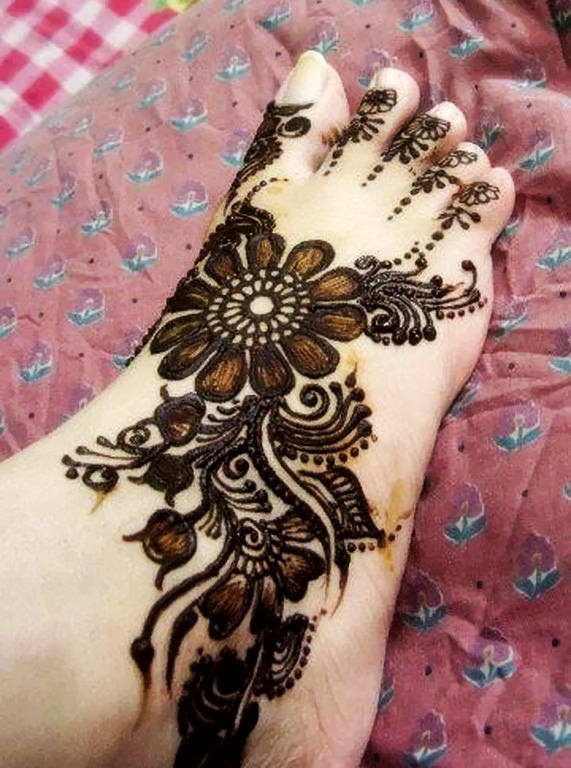 Best Arabic Mehndi Design For Legs