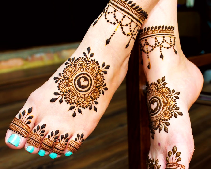 Karwa Chauth Mehndi Designs for Legs