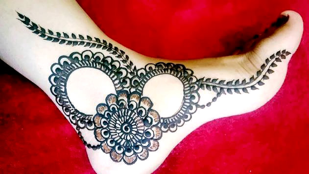 Rounded Legs Photos In Mahendi