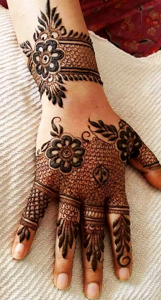 Stylish Mehndi Designs for Karva Chauth